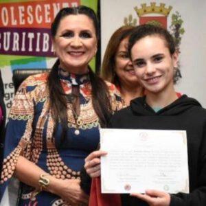 Concurso de redações conscientiza jovens sobre gravidez na adolescência com a parceria da ABMCJ/PR